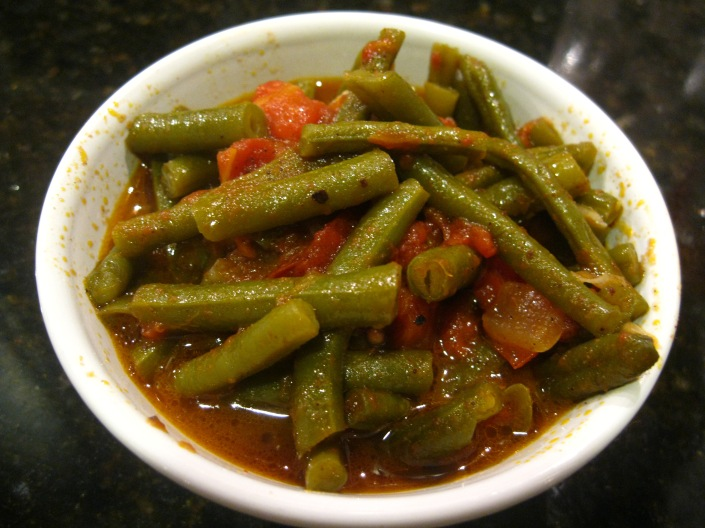 Green Beans with Tomatoes and Olive Oil - Vegetarian Iftar Menu |The Levantess